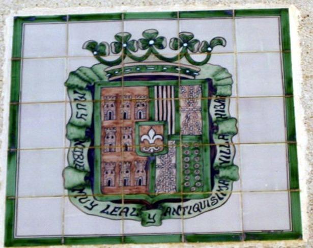 """En 1708 Híjar adquirió el derecho a usar una flor de lis en su escudo, y el título de """"muy noble"""" y """"leal"""" (foto: elpedrot.jalbum.net)."""