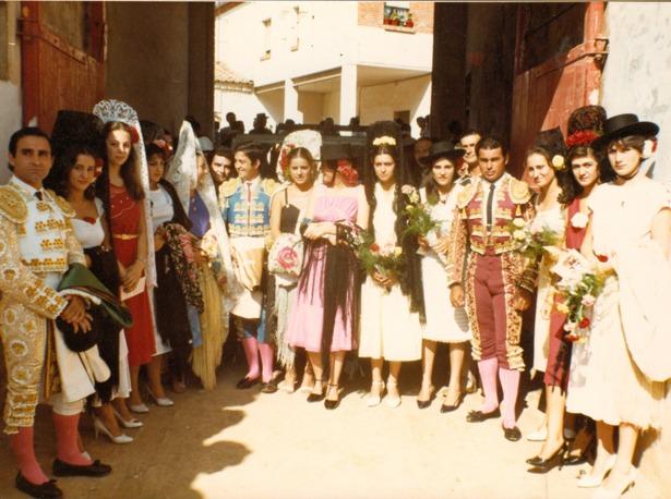 """En la imagen, dos de los protagonistas de la histórica corrida de 1977, Paquirri"""" y """"Niño de la Capea"""", junto al matador de Utrillas Justo Benítez, a la izquierda."""