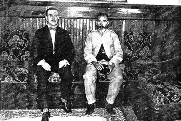 """El """"moro Joaquín"""", a la derecha, junto al alcalde de Zaragoza, una de las personas que mediaron para conseguir su indulto."""