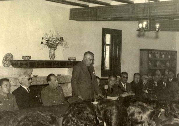 Juan Pablos Abril, en la foto en un acto de la Sección Femenina en Albarracín, fue nombrado gobernador civil un día como hoy del año 1962 (Documentos y Archivos de Aragón).
