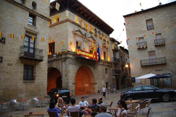 El Ayuntamiento de Valderrobres fue declarado Monumento Histórico Artístico hace 33 años (Foto: www.lospueblosmasbonitosdeespaña.org).