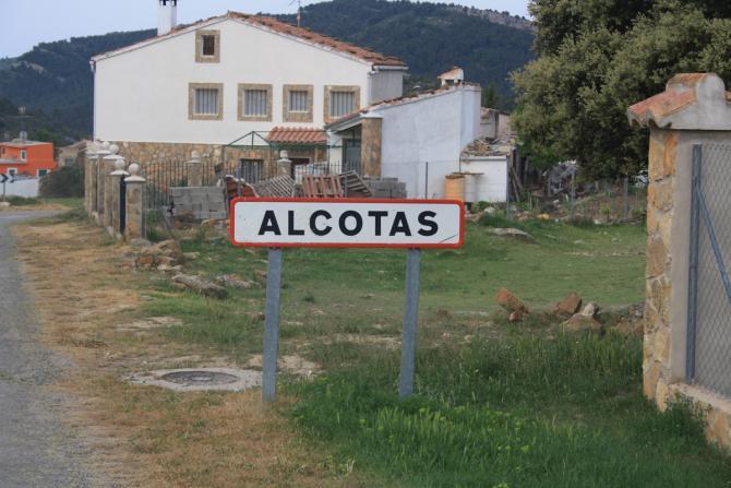 El agua potable llegó a los domicilios de Alcotas en un tardío 1985 (pueblos-españa.org).