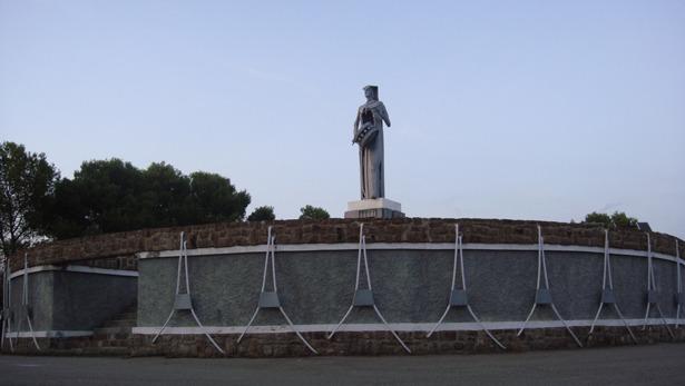 El monumento al tambor de Alcañiz fue inaugurado por Manuel Fraga un día como hoy de 1977