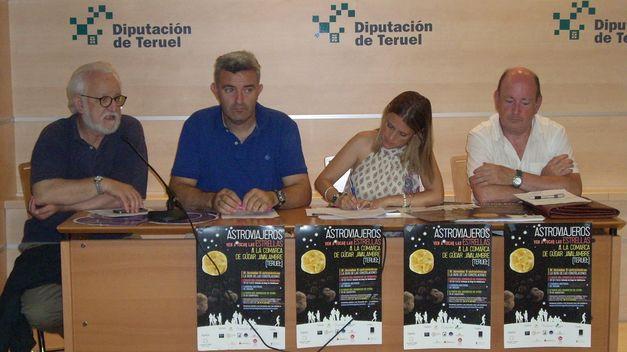 De izquierda a derecha: Mariano Moles, director del Centro de Estudios de Física del Cosmos de Aragón, CEFCA, David Nadal, presidente de la Asociación de Empresarios Turísticos de Gúdar Javalambre, Yolanda Sevilla, Consejera de Turismo de la Comarca de Gúdar Javalambre, y Francisco Martí, diputado Provincial de Turismo de Teruel.