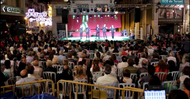 Una imagen de la Plaza del Torico durante la actuación de B-Vocal