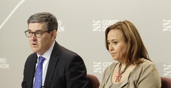 Vicente Guillén, consejero de Presidencia y María Teresa Pérez, consejera de Educación, Cultura y Deporte, durante la rueda de prensa de esta mañana.