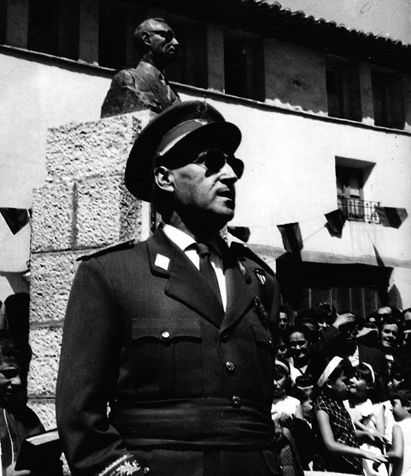 Hace 51 años, el héroe de la guerra de África, Mariano García Esteban, fue objeto de un homenaje en su Báguena natal (Foto: Fidel Cantín).