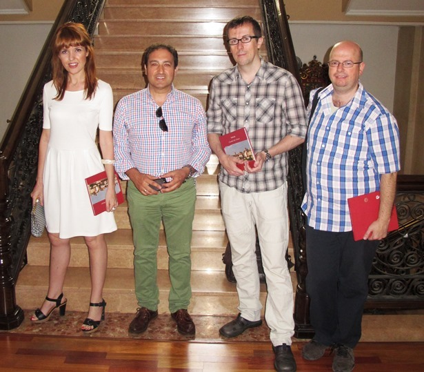 De izquierda a derecha la  escritora y Directora Creativa Vanessa Montfort , el concejal José manuel Valmaña, el Director Miguel Ángel Lamata,  y el Director de Producción Raúl Garcia Medrano,