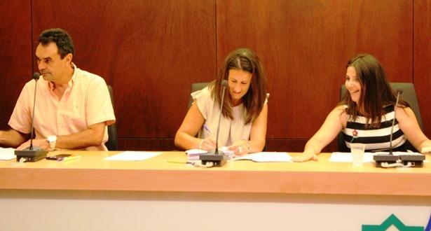 En la imagen, a la derecha , La presidenta de la Comarca, Ana Cristina Lahoz.Y a la izquierda, el nuevo vicepresidente Francisco Abril