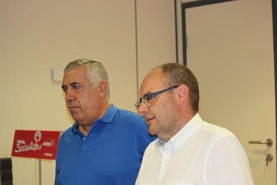 Los socialistas Antonio Arrufat y José Ramón Morro, esta mañana después de la rueda de prensa