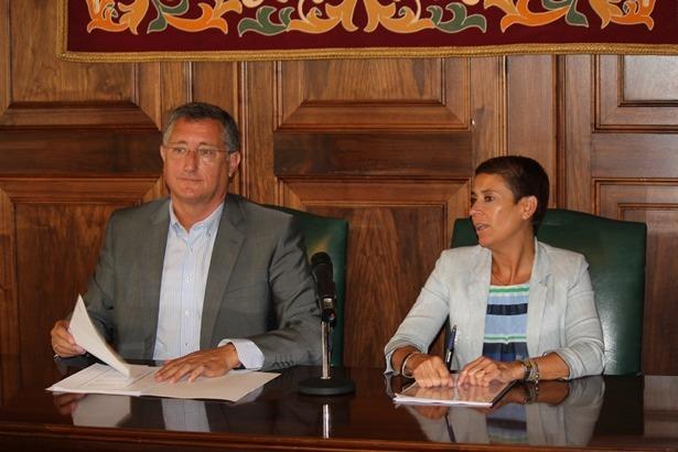Manuel Blasco Y rocio Feliz de Vargas, durante la rueda de prensa de esta mañana