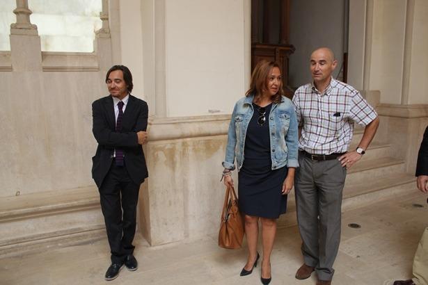 De izquierda a derecha, nacho Escuín , Director General de Cultura y Patrimonio, Maite Pérez, Consejera de Educación, Cultura y Deporte y el nuevo Director Provincial del servicio de Educación en Teruel, Urbano Martinez