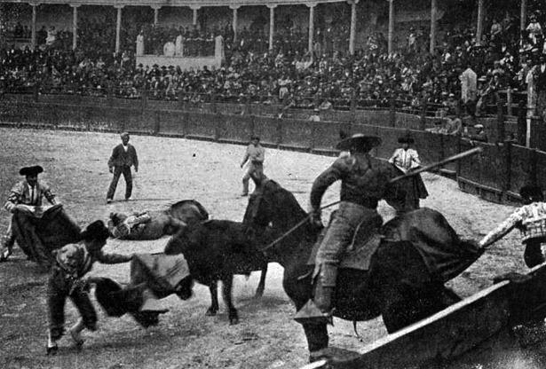 """La antigua plaza de toros fue inaugurada un día como hoy, el año 1850. La foto, de la revista """"Sol y Sombra"""", fue publicada en 1902 (Hemeroteca Digital del Ministerio de Cultura)."""