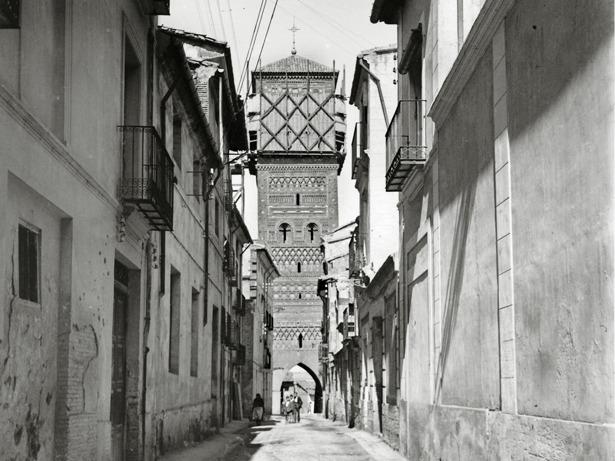 En 1926, fueron aprobadas unas obras de restauración en la torre de San Martín.