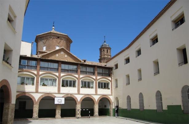 El colegio San Valero de Alcañiz, de los Escolapios, cumple hoy la friolera de 286 años (www.alcañiz.escolapiosmaus.org).