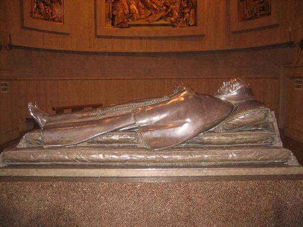 Sepulcro de San Pascual Bailón en el santuario que tiene en Villarreal (Castellón); sus reliquias llegaron a Teruel en peregrinación el año 1961 (Foto: Wikipedia).