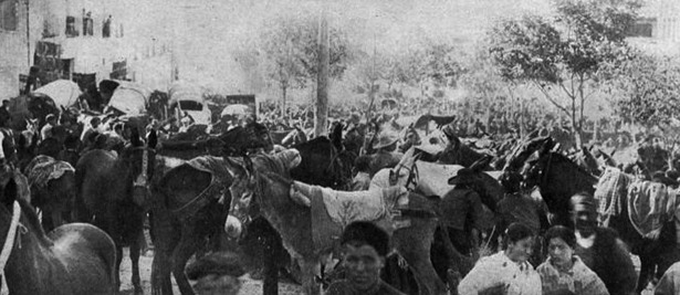 Feria de San Miguel, que el Ayuntamiento de Teruel recuperó en 1911 (Foto Uriel / Hemeroteca Virtual del Ministerio de Cultura).