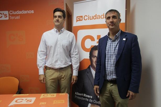 En la imagen , ramito Domínguez , a la derecha , acompañado del Concejal Ramón Fuertes