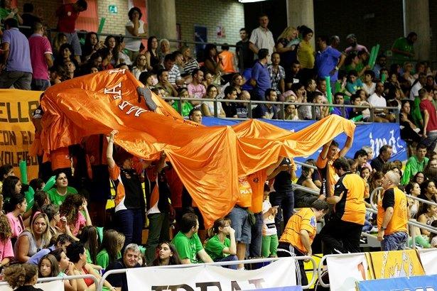 La afición turolense acompañó al equipo a Almeria