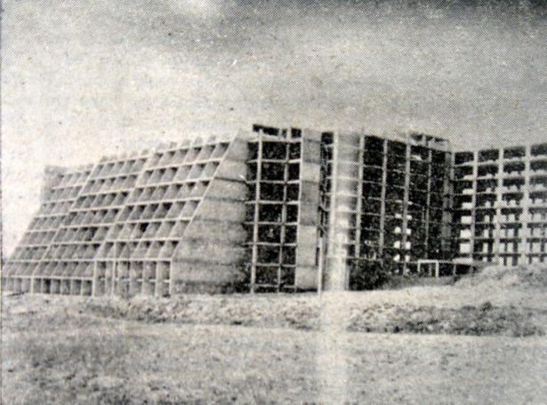 """En 1977 se aprobó la construcción de una nueva residencia de la Seguridad Social, cuyas obras se paralizaron antes de ser concluidas, en la fotografía, para ser a la postre la residencia mixta de ancianos """"Javalambre""""."""
