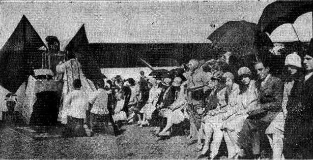 Misa durante la inauguración del aeródromo de Teruel, un día como hoy del año 1929.