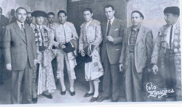 La imagen es del 30 de mayo de 1952,en las ferias Y fiestas de San Fernando. Bienvenida, el primero por la izquierda , alterno con Velazquez y Calerito. La foto es de la colección de Francisco Gómez Sobreviela