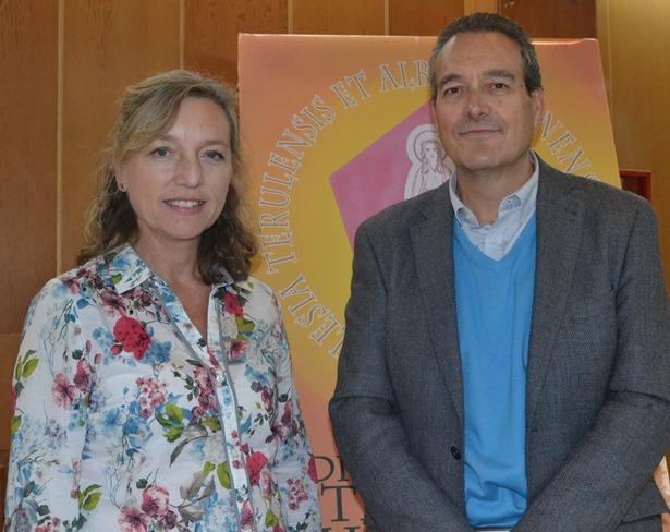 En la iamgen, Pedro Fernández (director del colegio) y Rosa López (Ponente).