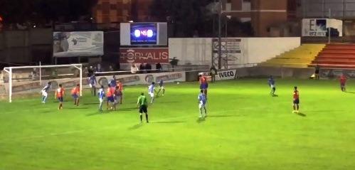 En la imagen de CDTeruel_live, se ve el remate de Nestor que supuso el primer gol