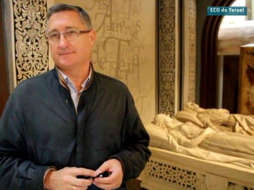 El Alcalde de Teruel, Manuel Blasco, esta mañana en el Mausoleo de Los Amantes