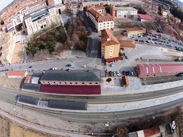 Una vista de la estación de tren de Teruel, desde el DronEco
