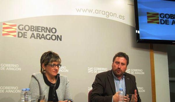 En la imagen, el Consejero Soro y la directora general de Vivienda y Rehabilitación, Mayte Andreu,