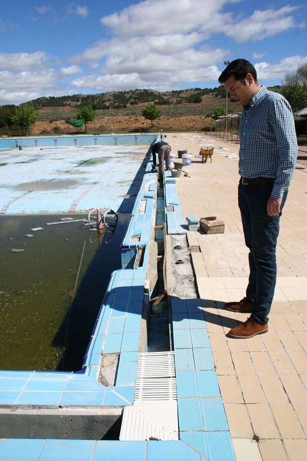 Planos de piscinas plano de casa moderna con piscina en - Fabricacion de piscinas ...