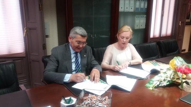 Por parte de Caja Rural ha firmado el Director General de la misma, José Antonio Pérez Cebrián y por parte de ARAME, su Presidenta Maria Jesús Lorente Ozcariz