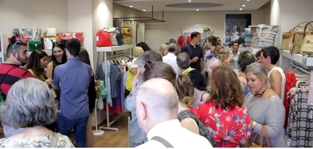 """Una imagen de la apertura , ayer , de la nueva tienda de moda en nuestra capital, """"El armario de Olivia"""""""