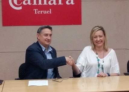 Marta Gastón y Jesús Blasco, tras la firma del