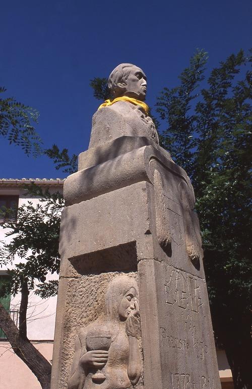 Monumento a Isidoro de Antill+n en Santa Eulalia