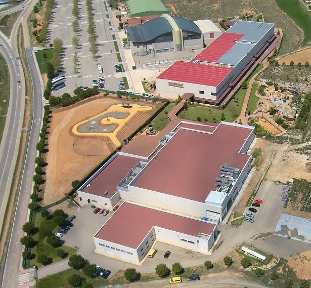 Una imagen aérea del complejo de Dinópolis