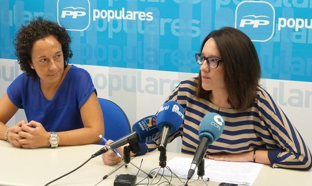 Carmen Maorad , a la izquierda , y Raquel Clemente en la rueda de prensa de esta mañana
