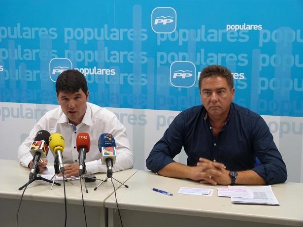 Los diputados turolense en las Cortes de Aragón, Miguel Navarro ( a la izquierda y M.A. Lafuente