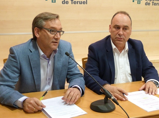 el vicepresidente primero de la Institución, Joaquín Juste, y por el diputado delegado de Ayudas Culturales y Deportivas, Miguel Iranzo.