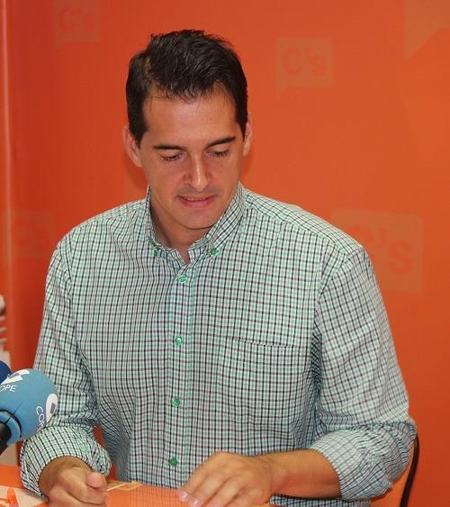 En la imagen, Ramón Fuertes, portavoz de Ciudadanos en Teruel, durante la Rueda de Prensa de esta mañana