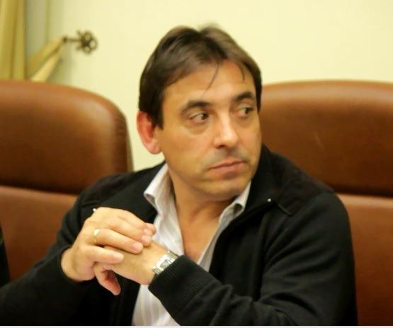 En la imagen de esta mañana, el alcalde de Samper de Calanda,Alfonso Pérez