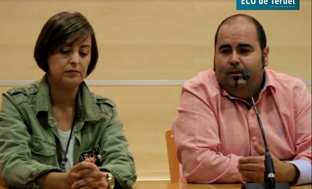 En la imagen , la alcaldesa de Orihuela del Tremedal Rosa Sanchez y Alberto Casas , uno de los organizadores del evento