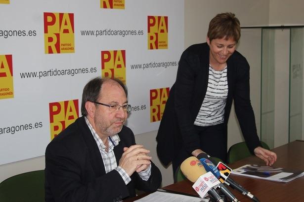 El Presidente Intercomarcal del PAR, Julio Esteban y la diputada en Cortes de Aragón por esta misma formación, Berta Zapater,