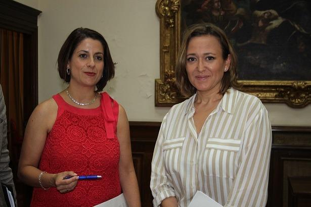 Emma Buj ( a la izda.) y Maite Pérez , en una imagen de una reunión de hace unos meses