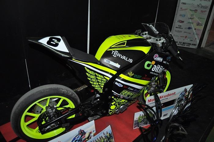 La moto turolense luce esplendida con sus trofeos