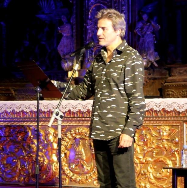 Una imagen de la actuación ayer del popular actor Alberto San Juan en la Iglesia de San Pedro