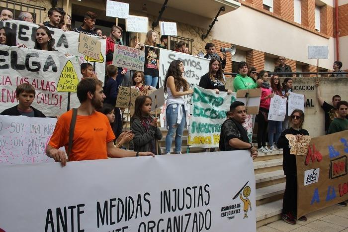 Una imagen del momento de la lectura de manifiestos al final de la manifestación