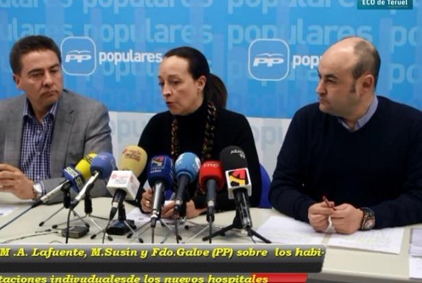 En el centro , la diputada del PP en las Cortes de Aragón, Mamen Susín , en una anterior visita a nuestra capital