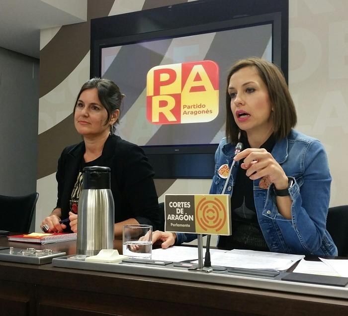 Elena Allúe, a la izquierda, y María Herrero, diputadas autonómicas del PAR